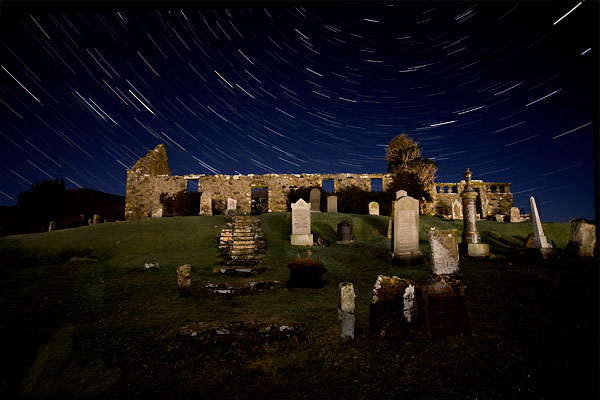 The night sky over Cill Chriosd Church, Broadford. Photo by blaven.com