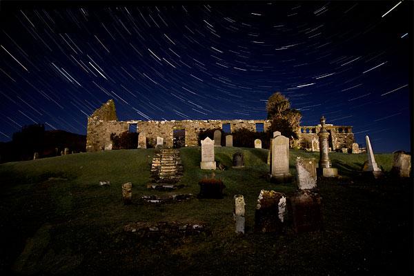 The night sky over Cill Chriosd Church, Broadford. Photo by blaven.com